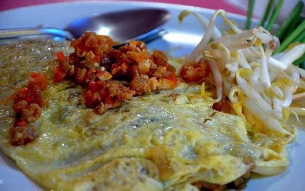 ผัดไทยไข่ห่อ