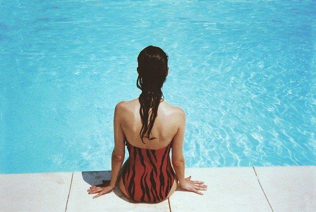 เลือกชุดว่ายน้ำ